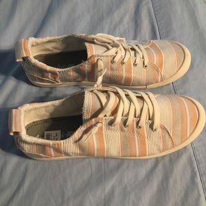 American Eagle white/peach/gray sneakers. Size 11